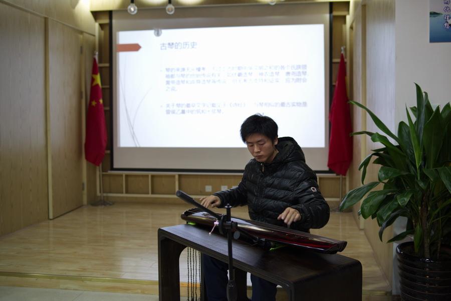 刘宇老师演奏古琴