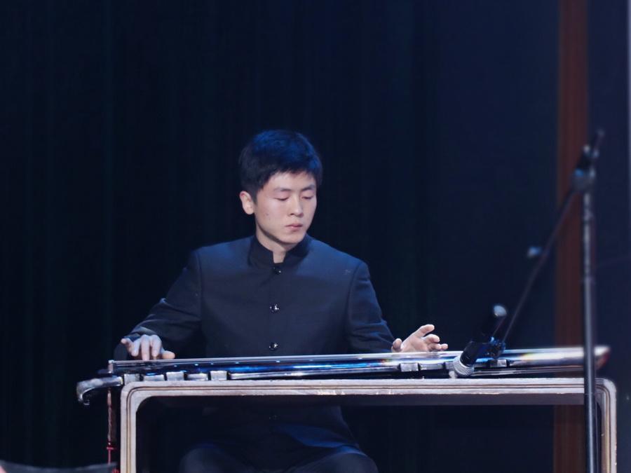 古琴老师刘宇